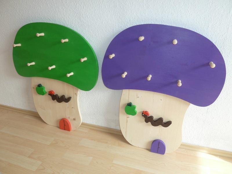 Kindergarderobe fliegenpilz kinderzimmer dekoration for Kindergarderobe schuhregal