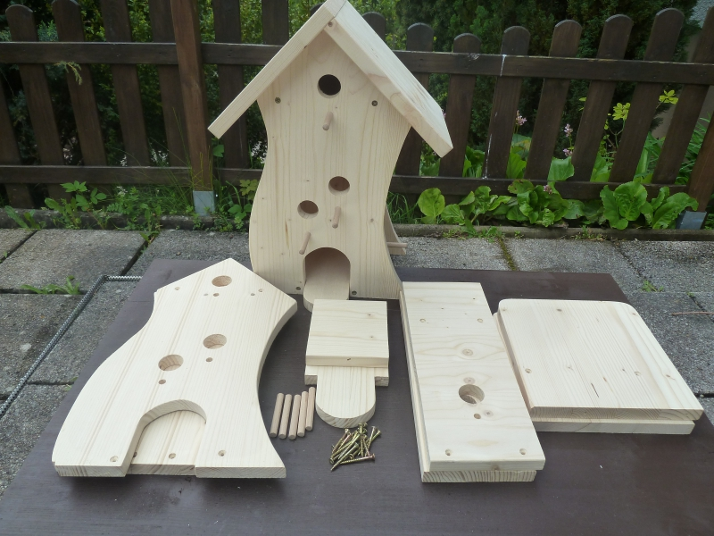 vogelhaus modell knaller als bausatz oder fertig montiert meros holzwelt vogelh user. Black Bedroom Furniture Sets. Home Design Ideas